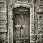 Porte ancienne à Vaison La Romaine par pierre.arnoldi - Vaison la Romaine 84110 Vaucluse Provence France