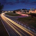 Sous le pont d'Avignon.... il en passe des voitures... par  - Avignon 84000 Vaucluse Provence France