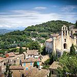 Les toits de Gigondas et son clocher par  - Gigondas 84190 Vaucluse Provence France
