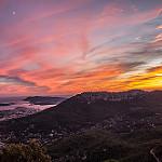 La vie en rose - Mont Faron et Coudon au dessus de Toulon par CarolineMart. - Toulon 83000 Var Provence France
