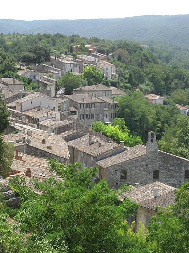 Le village de Menerbes en Provence par Andrew Findlater