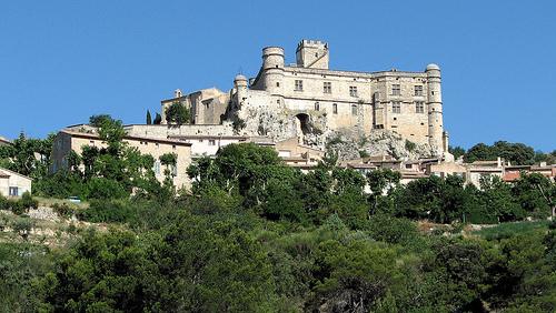 Château du Barroux surplombant la ville by Vins64