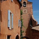 Ruelle et clocher à Rousillon by Gatodidi - Roussillon 84220 Vaucluse Provence France