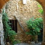 Calles de Lourmarin by Gatodidi - Lourmarin 84160 Vaucluse Provence France