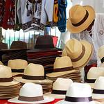 Marché de chapeau à Lourmarin by Gatodidi - Lourmarin 84160 Vaucluse Provence France