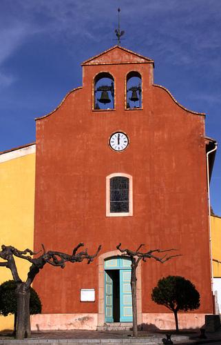 Eglise-rouge-jaune-arbre par Brigitte Mazéas