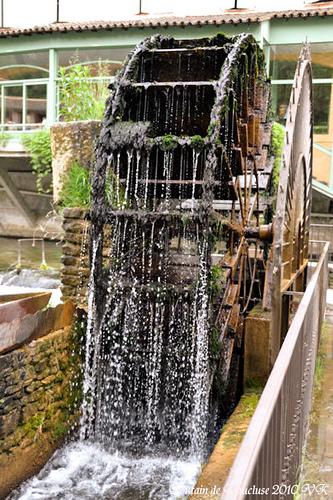 Roue à eau - Fontaine de Vaucluse par L_a_mer
