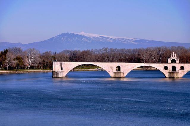 Le pont d'Avignon et le Mont-Ventoux (Vaucluse - Avignon) by Laurent2Couesbouc