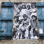 Volets bleus cadre photo par L_a_mer - Vaison la Romaine 84110 Vaucluse Provence France