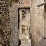 Ruelle à Vaison-la-Romaine par L_a_mer - Vaison la Romaine 84110 Vaucluse Provence France