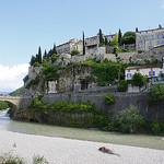 Vue sur le pont de Vaison-la-Romaine par batigolix - Vaison la Romaine 84110 Vaucluse Provence France