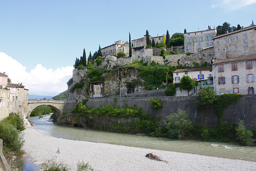 Vue sur le pont de Vaison-la-Romaine par batigolix