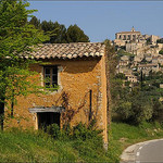 La montée vers Gordes par  - Gordes 84220 Vaucluse Provence France