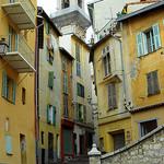 Ruelle et immeubles jaunes de Nice by onno de wit - Nice 06000 Alpes-Maritimes Provence France