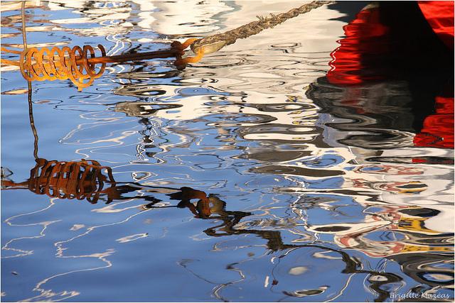 Reflets en couleurs sur mer d'huile (Var - Sanary-sur-Mer) par Brigitte Mazéas