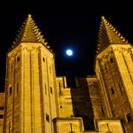 Lune à l'entrée du Palais des Papes : essai transformé par Laurent2Couesbouc - Avignon 84000 Vaucluse Provence France