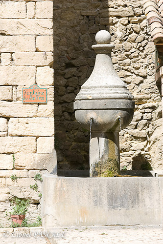 Montbrun-les-Bains - Fontaine du Beffroi par La Drôme