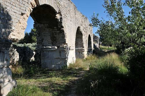 Alpilles : Arches de l'aqueduc de Barbegal par :-:claudiotesta:-: