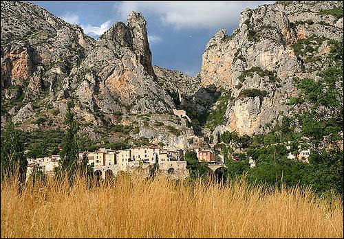 Village de Moustiers-Sainte-Marie par peace-on-earth.org