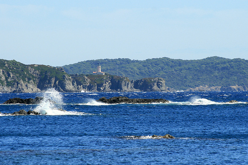 L'île de Porquerolles (vu depuis la Presqu'île de Giens) by Seb+Jim