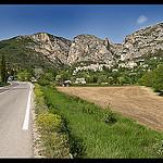 La route vers Moustiers-Sainte-Marie par DamDuSud - Moustiers Ste. Marie 04360 Alpes-de-Haute-Provence Provence France