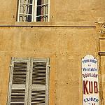 Façade à Aix : le temps arrêté par Queen Dot Kong - Aix-en-Provence 13100 Bouches-du-Rhône Provence France