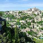Picturesque Gordes en vert et pierre par PlotzPhoto - Gordes 84220 Vaucluse Provence France
