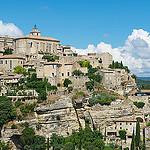 Arrivée sur le village de Gordes par Ann McLeod Images - Gordes 84220 Vaucluse Provence France
